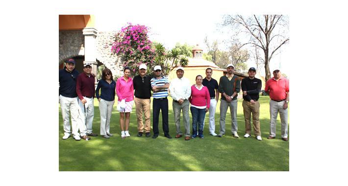 Consienten a novatos: Clínica de Golf